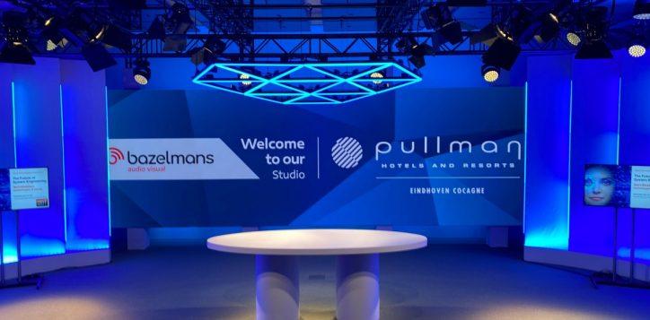 studio-pullman-blauw-2